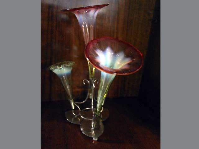 アンティーク ガラス 白系 ヴァセリン・オパールセントなど バーズ(花器) シルバープレート台 バセリン