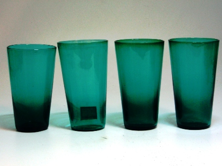アンティーク ガラス グリーン・ブルー系 グラス グリーン (左から3番目)