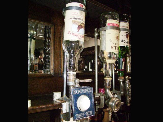 ウィスキーボトル・ホルダー&コック&プレート 雑貨(パブ・グッズ) カウンター用品