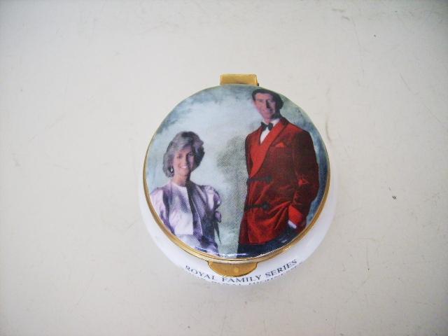 英国王室 ピルケース アンティーク 陶磁器 雑貨陶器