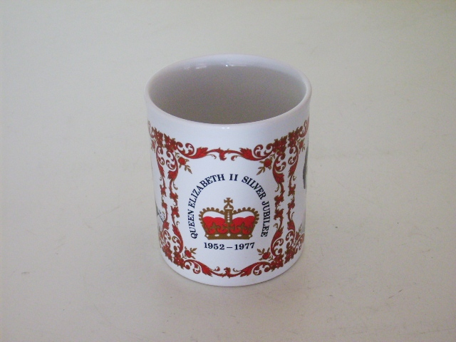英国王室 カップ(エリザベス女王戴冠25周年 Silver Jubileeマグ) アンティーク 陶磁器 雑貨陶器
