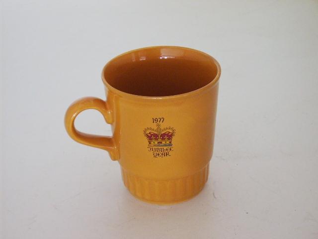 英国王室 カップ 黄色(エリザベス女王戴冠26周年 Silver Jubileeマグ) アンティーク 陶磁器 雑貨陶器