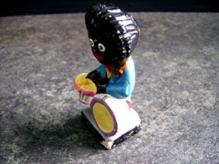 雑貨(ホビー) オモチャ ゴーリー 人形 ドラム