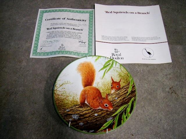 ロイヤル ドルトン ウォールプレート Red Squirrels on Branch 箱付き シリアルナンバー入り,アンティーク 陶磁器,飾り用プレート