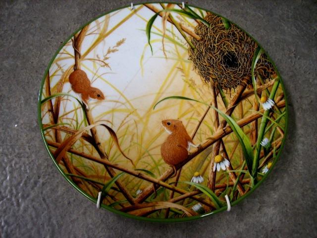 アンティーク 陶磁器 飾り用プレート ロイヤルドルトン(Royal Doulton)  ウォールプレート  Harvest Mice at their Nest 箱付き シリアルナンバー入り
