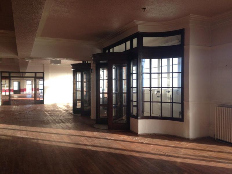 回転ドアx2 周りの木枠(アッセンブリ),アンティーク 建材,建材その他