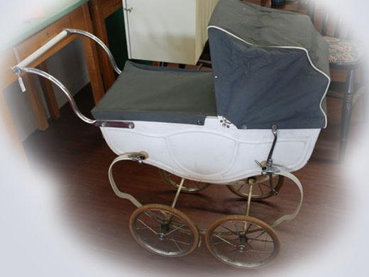 雑貨(ホビー) オモチャ 子供用PRAMプラム(乳母車) Triang製