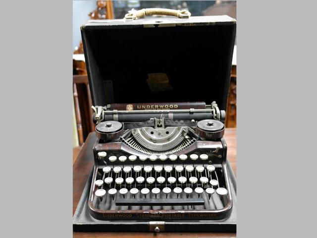 タイプライター  ベークライト ビンテージ/コレクタブル 機械もの