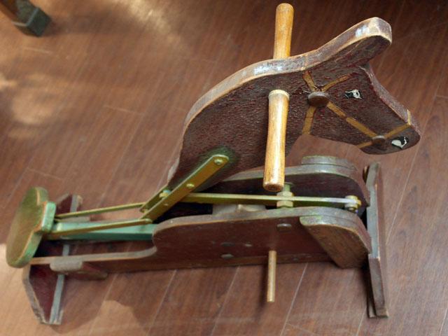 雑貨(ホビー) オモチャ 木馬のオモチャ