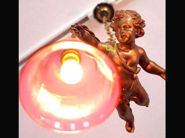 アンティーク 照明 シャンデリア・ハンギングランプ エンジェル 一体 (クランベリー シェード付き)