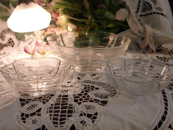雑貨(キッチン) テーブル&キッチンウェア クリアガラス 花形ボール(大)+(小)x2