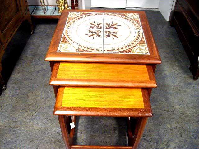 アンティーク 家具 テーブル・ダイニングセット ネスト・テーブル(タイル入り) ミッドセンチュリー
