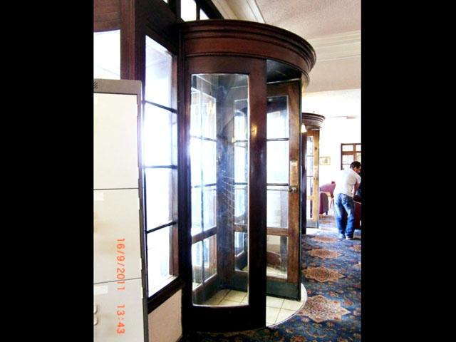 アンティーク 建材 建材その他 回転ドアx2 周りの木枠(アッセンブリ)