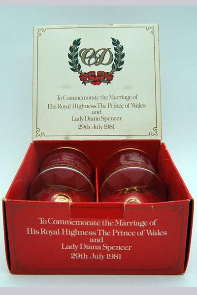 ビンテージ/コレクタブル 英国王室グッズ 英国王室 ウェディング ゴブレット ペア(1981年) 箱入り 未使用