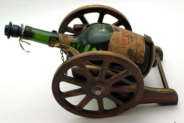 雑貨(パブ・グッズ) カウンター用品 キャノンボール型ボトルホルダー