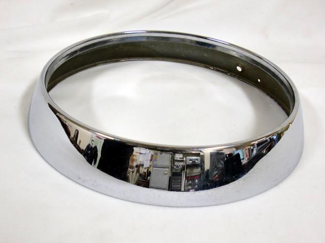 ADO16 バンデンプラス(V/P 1100 1300) 純正 中古 ヘッドライト リム 1枚 英国車・MINIのレアパーツ ライト類