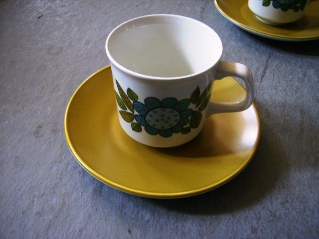 雑貨(キッチン) 雑貨陶器 J&G Meakin(ミーキン) STUDIO コーヒーカップセット カップ&ソーサー6客・シュガーボール・ミルクジャー