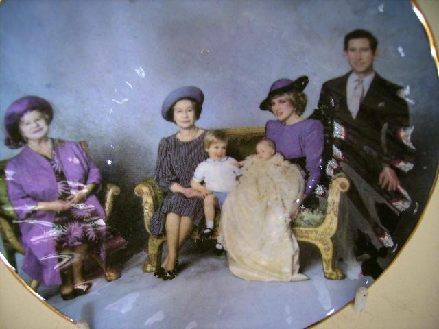 英国王室 ファミリー プレート アンティーク 陶磁器 雑貨陶器
