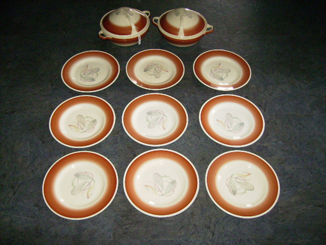 アンティーク 陶磁器 スージー クーパー スージークーパー(Susie Cooper) グレイ・リーフ (Grey Leaf) ソーサー9枚+チュリーン2個セット 赤