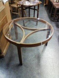 テーブル(中)