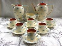 スージークーパー ウィスパーリング・グラス (Whispering Grass) ティーポット・コーヒーポット・ミルクジャー・デミタスカップ&ソーサー6客セット