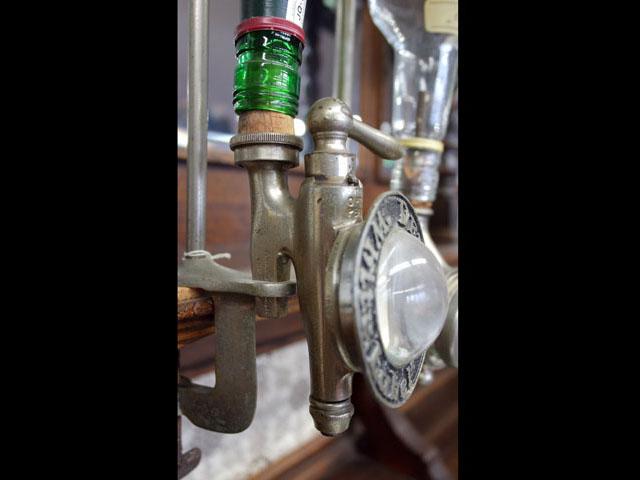 画像1: ボトルホルダー&コック