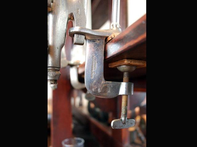 画像5: ウィスキーボトル・ホルダー&コック&プレート