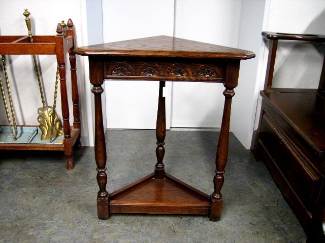 コーナー・テーブル(三角) アンティーク 家具 テーブル・ダイニングセット