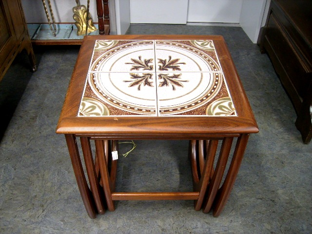 ネスト・テーブル(タイル入り) ミッドセンチュリー アンティーク 家具 テーブル・ダイニングセット