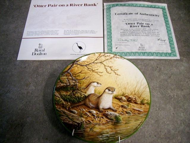 画像3: ロイヤルドルトン(Royal Doulton)  ウォールプレート Otter pair on a River Bank 箱付き シリアルナンバー入り