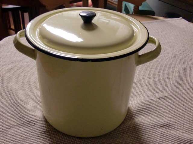 画像1: ホウロウ 鍋 蓋付き クリーム色