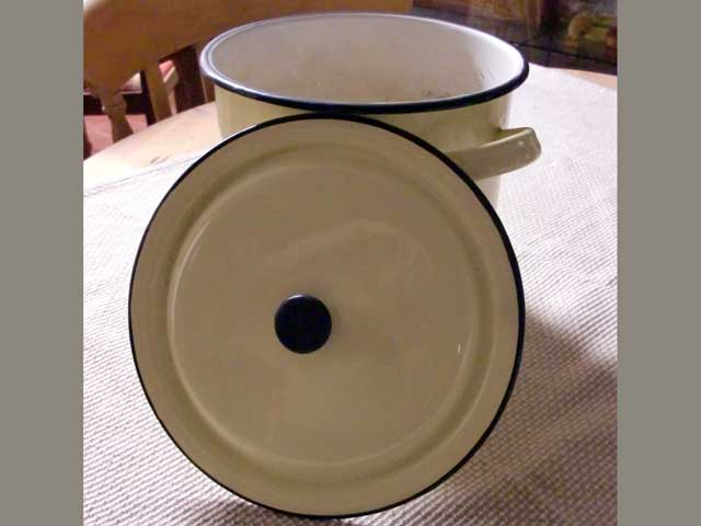 画像2: ホウロウ 鍋 蓋付き クリーム色