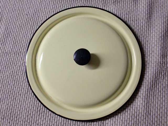 画像5: ホウロウ 鍋 蓋付き クリーム色
