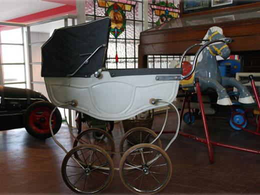 トライアング:Triang社製子供用PRAMプラム(乳母車)