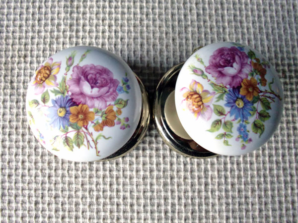 画像1: 陶器の取っ手(花柄)