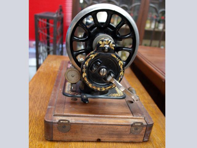 画像5: SINGER 手動ミシン 木箱付き