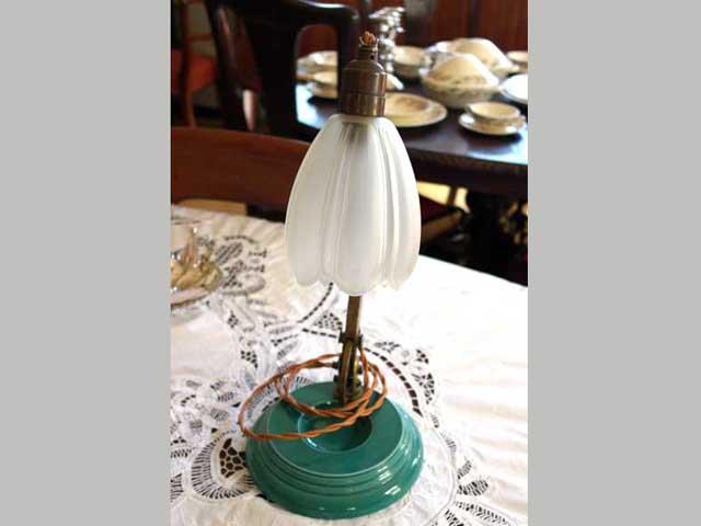 画像3: ウェッジウッド(Wedgewood) スタンドランプ 1灯 シェード付き