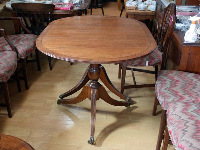 画像3: テーブル