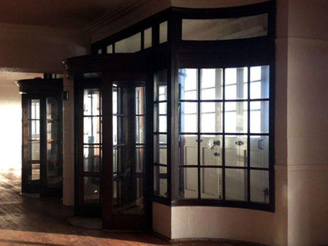 画像1: 回転ドアx2 周りの木枠(アッセンブリ)