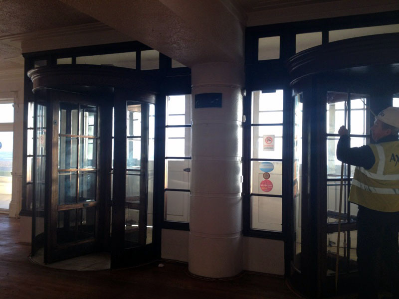 画像4: 回転ドアx2 周りの木枠(アッセンブリ)
