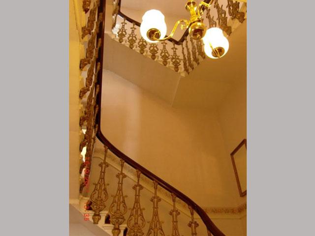 画像1: 階段(手すりと鋳鉄製アームのセット)