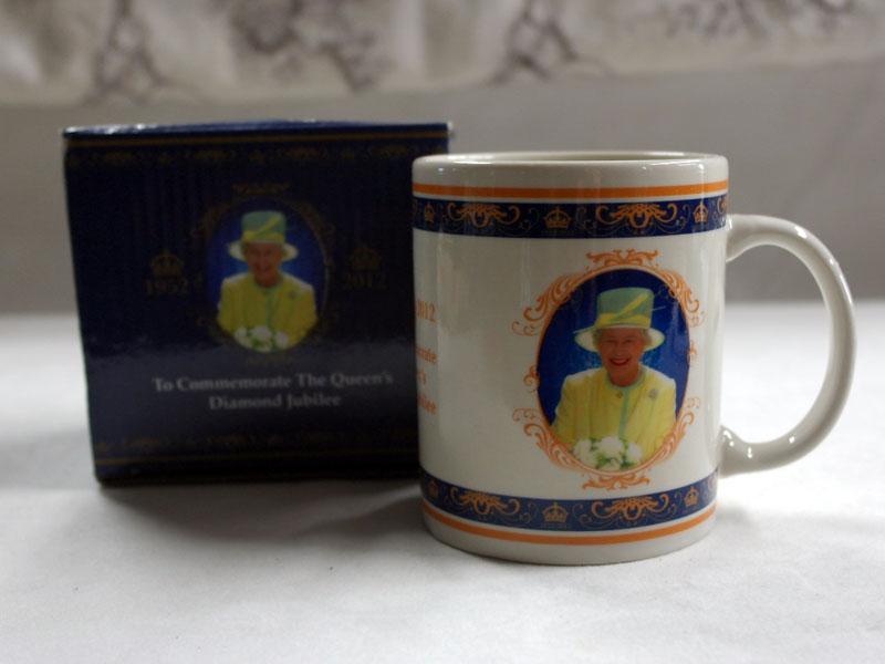 画像1: マグカップ エリザベス女王 Elizabeth II の即位 60 年記念 新品
