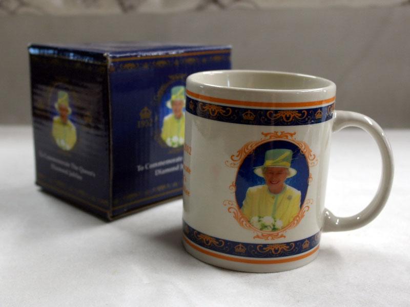 画像2: マグカップ エリザベス女王 Elizabeth II の即位 60 年記念 新品