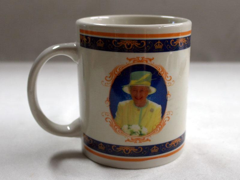 画像4: マグカップ エリザベス女王 Elizabeth II の即位 60 年記念 新品