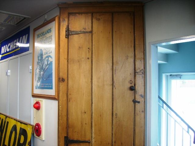 画像2: オールドパイン コーナーカバード Corner Cupboard
